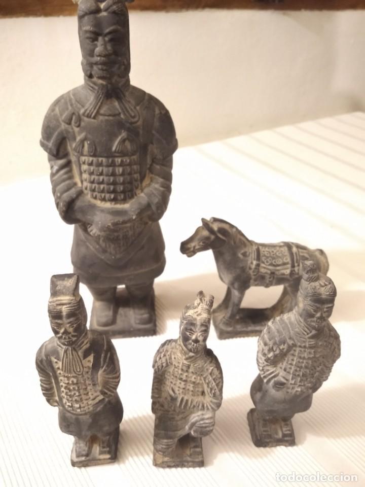 Artesanía: Guerreros de siam. Interesante lote de 5 figuras . Arcilla negra o terracota - Foto 15 - 208977568