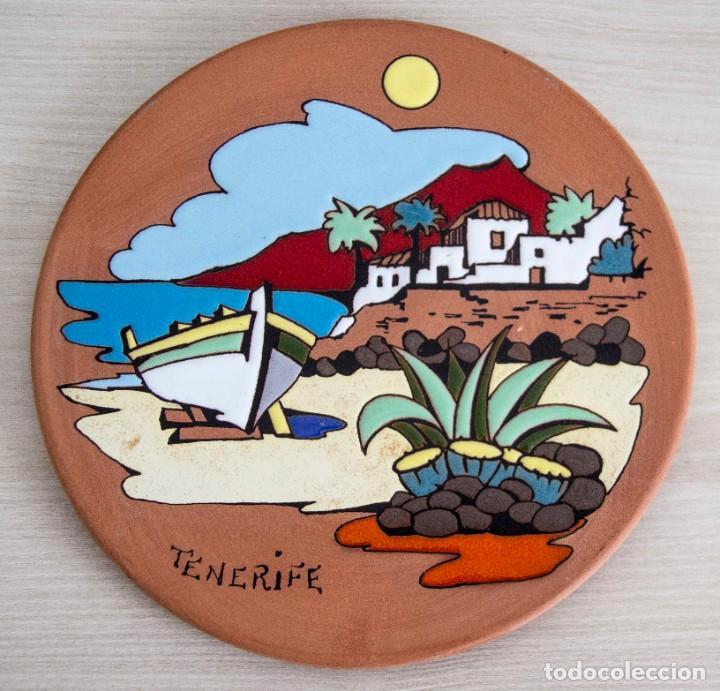 PLATO DE ARCILLA PINTADO A MANO DE TENERIFE PARA COLGAR (Artesanía - Hogar y Decoración)
