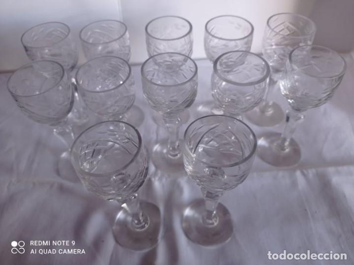 Artesanía: 12 COPAS LICOR CRISTAL TALLADO ANTIGUO - Foto 2 - 216587610