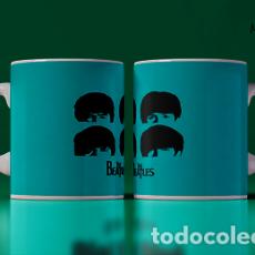 Artesanía: THE BEATLES CORONILLAS FONDO AZUL MR TAZA MUG CUP. Lote 246393235