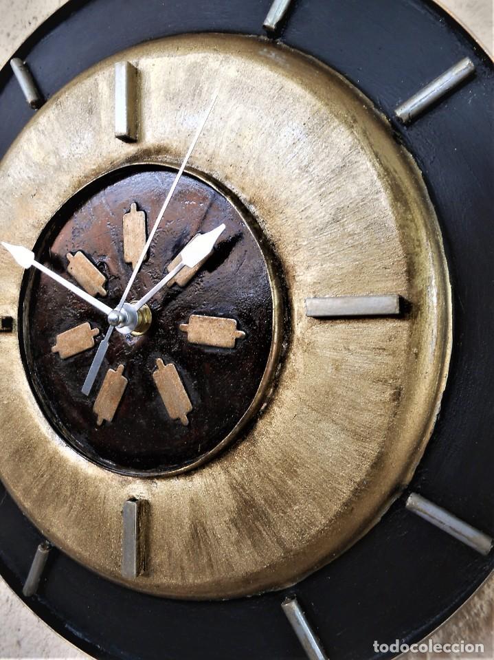 Artesanía: Reloj de Pared Artesanal Exclusivo - D = 30 cm - totalmente metálico - Pintado a mano - Foto 4 - 257702490