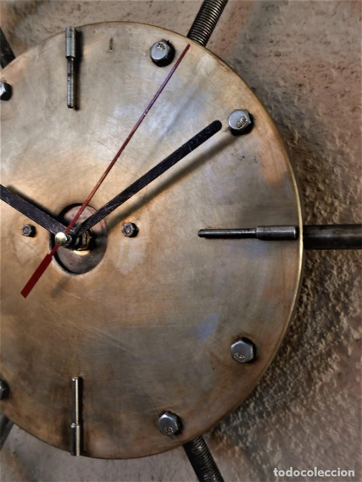 Artesanía: Reloj de Pared Artesanal Exclusivo - D = 40 cm - totalmente metálico - Diseño Retro - Foto 4 - 257703220