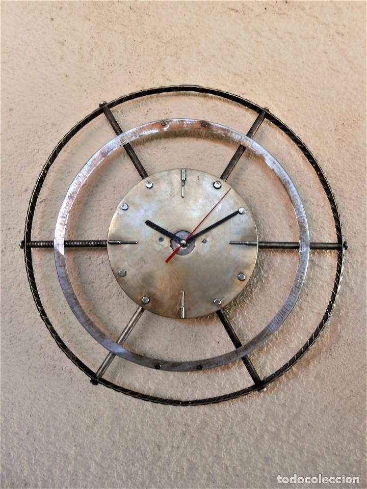 Artesanía: Reloj de Pared Artesanal Exclusivo - D = 40 cm - totalmente metálico - Diseño Retro - Foto 5 - 257703220