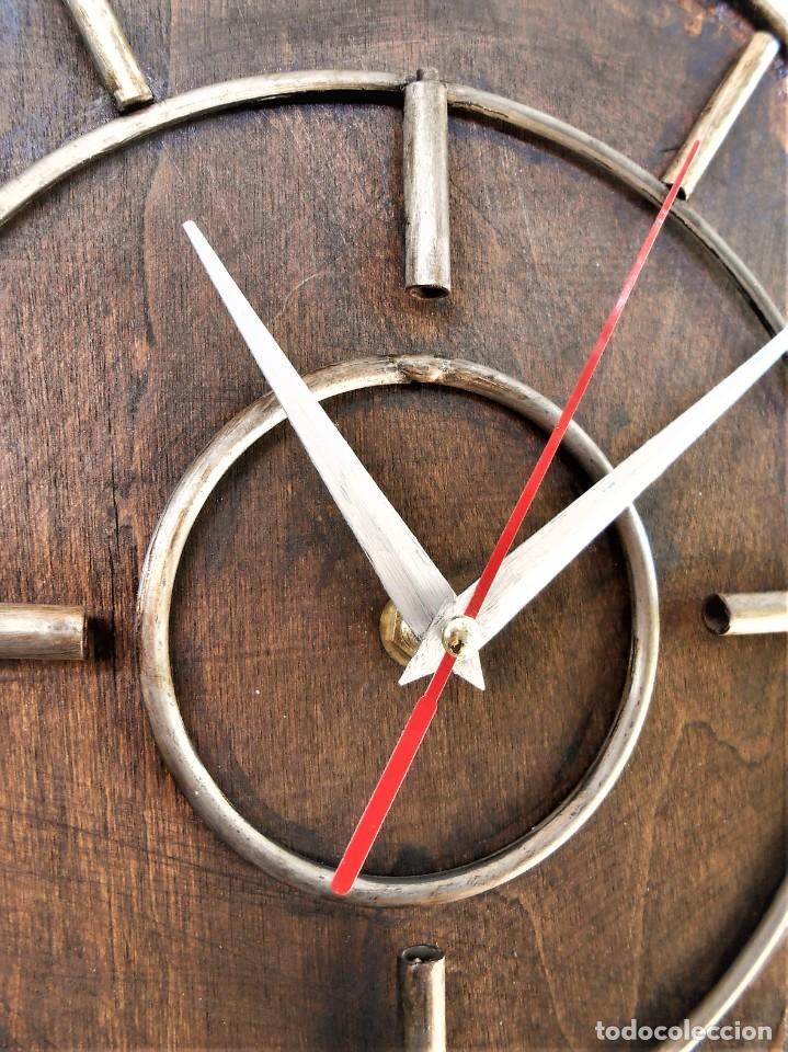 Artesanía: Reloj de Pared Artesanal Minimalista - D = 40 cm - Metal, Madera rustica y bambú - Diseño Retro - Foto 3 - 257703790