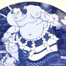 Artesanía: SHIRANUI KOEMON 11AVO YOKOZUNA, PLATO UKIYOE DE KUNISADA, 28CM. ARTIFICE FIRMA SHINYAMA. Lote 278873918