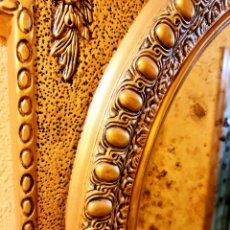 Artesanía: ESPEJO PRECIOSO ESTILO LUIS XV PINTADO Y DECORADO TOTALMENTE A MANO, ORO ROJO Y REFLEJOS DE PAN ORO. Lote 293671268