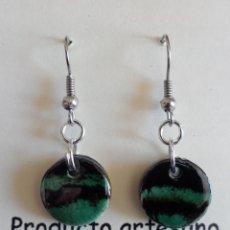 Artesanía: PENDIENTES DE CERÁMICA NERIAGE - VERDE BOTELLA. Lote 46778769