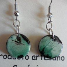 Artesanía: PENDIENTES DE CERÁMICA NERIAGE - VERDE BOTELLA. Lote 46778777