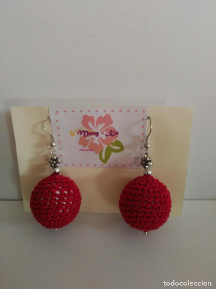 Artesanía: Bonitos pendientes de ganchillo en forma de bola roja - Foto 2 - 135018094