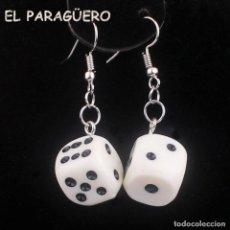 Artesanía: PENDIENTES DADOS DE GANCHO DE ORO BLANCO DE 18 KILATS LAMINADO-MIDE 5X2 CM PESO 8 GR-P16. Lote 231083140