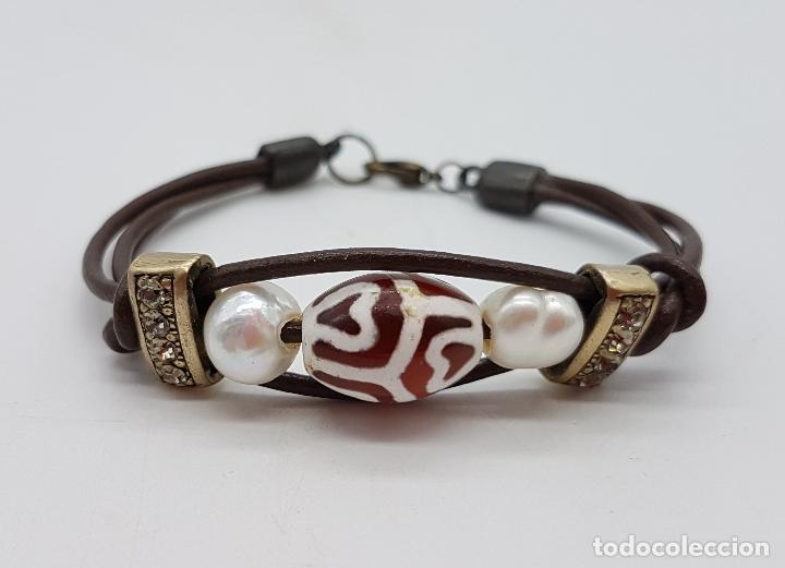 Artesanía: Preciosa pulsera de cuero con abalorios, perlas y concha marina. - Foto 2 - 115396823