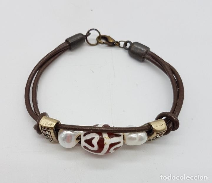 Artesanía: Preciosa pulsera de cuero con abalorios, perlas y concha marina. - Foto 3 - 115396823