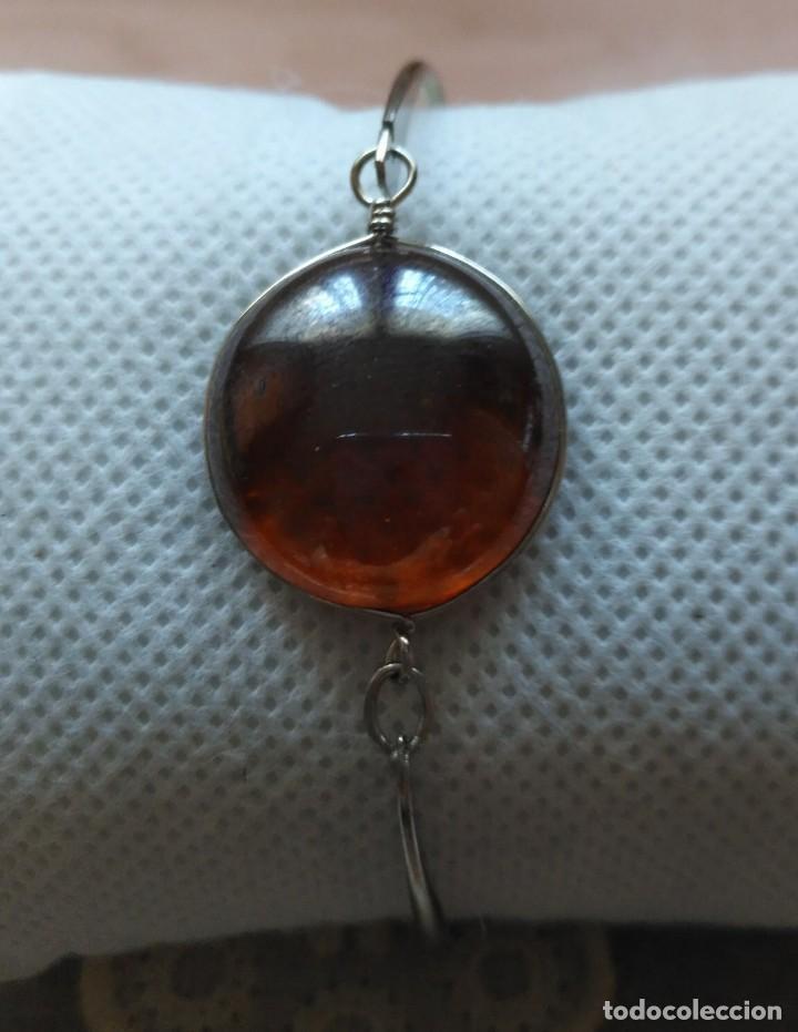 Artesanía: Pulsera / brazalete metal cierre superior con cristal naranja/marrón claro - 6cm x 4.50cm Sin uso - Foto 4 - 128375167