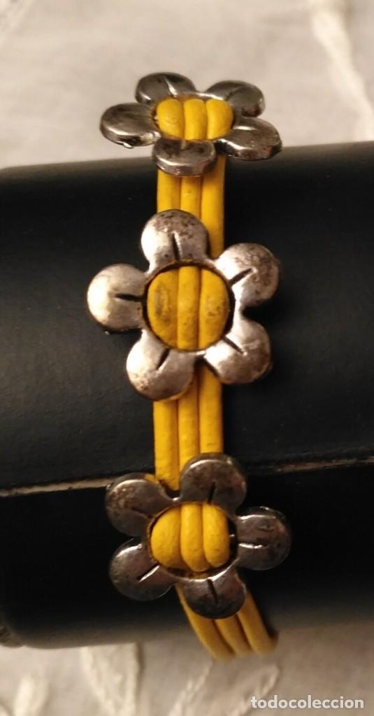 Artesanía: Pol 7 Pulsera cuero amarillo con tres abalorios flores y cierre mosquetón - Foto 4 - 130195647