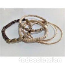Artesanía: CONJUNTO DE 5 PULSERAS MADERA DORADO. Lote 138056306