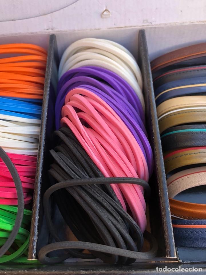 Artesanía: Bonito muestrario de pulseras tucán, años 80-90 - Foto 3 - 197324317