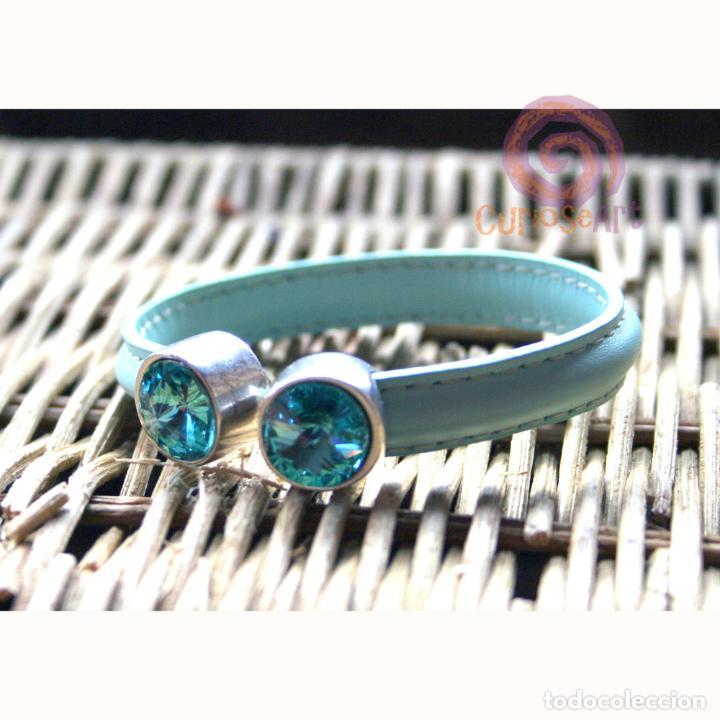 Artesanía: Pulsera artesanal de cuero media caña color azul celeste con terminales cristal Swarovski - Foto 2 - 159894678