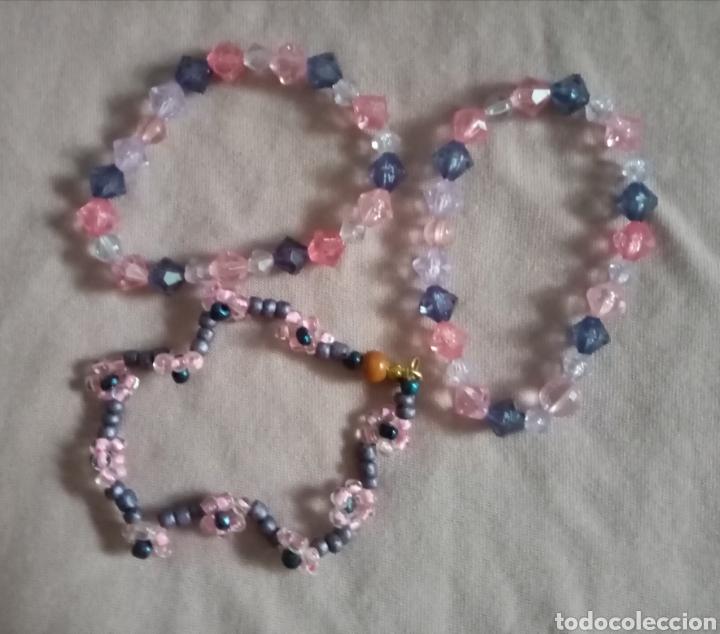 Artesanía: 3 bonitas pulseras de cuentas de colores. 2 de ellas elásticas y una con cierre - Foto 3 - 215734308