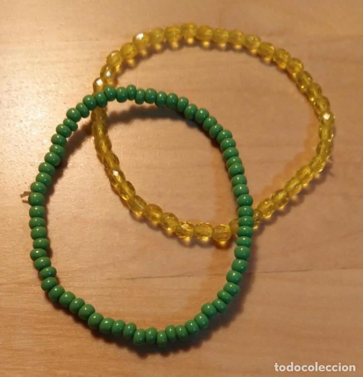 Artesanía: Lote dos pulseras elásticas con piezas cristal amarillo y cuentas verdes opacas - Diámetro 6cm - Foto 2 - 128549331