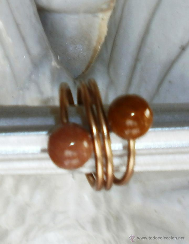 Artesanía: Anillo aluminio dorado/ocre con abalorios bolitas marrón - Foto 3 - 47992626