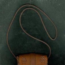 Artesanía: BOLSITO BOLSO CUERO HECHO A MANO 9 CMS. Lote 53718868