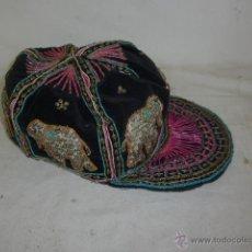 Artesanía: ANTIGUA PRECIOSA GORRA INDIA TODA BORDADA CON ELEFANTES, ARTESANAL. Lote 103779494