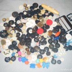 Artesanía: LOTE DE 332 BOTONES PARA COSTURA O MANUALIDADES. Lote 84256552