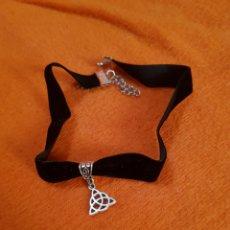 Kunsthandwerk - Gargantilla con símbolo celta triqueta en terciopelo - 94517899