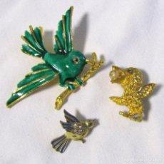 Kunsthandwerk - 3 broches de pájaros aves Metal dorado y lacados - 130766776