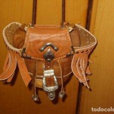 Artesanía: BOLSO,BOLSITO DE PIEL ARTESANAL.. Lote 139201086