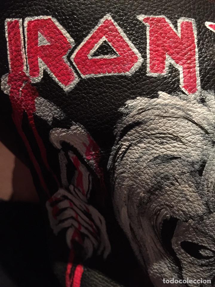 Artesanía: Parche de cuero (piel) pintado a mano. Está barnizado y se puede mojar. Iron Maiden - Foto 4 - 140635633