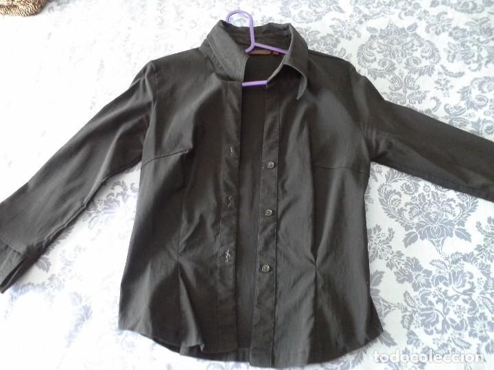 Artesanía: Camisa negra nueva de lycra ysemimanga con aberturas talla 38 - Foto 2 - 145154578
