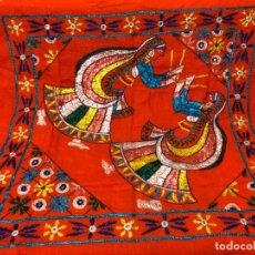 Artesanía: BONITA TELA BORDADA A MANO PROCEDE DE LA INDIA. Lote 155604726