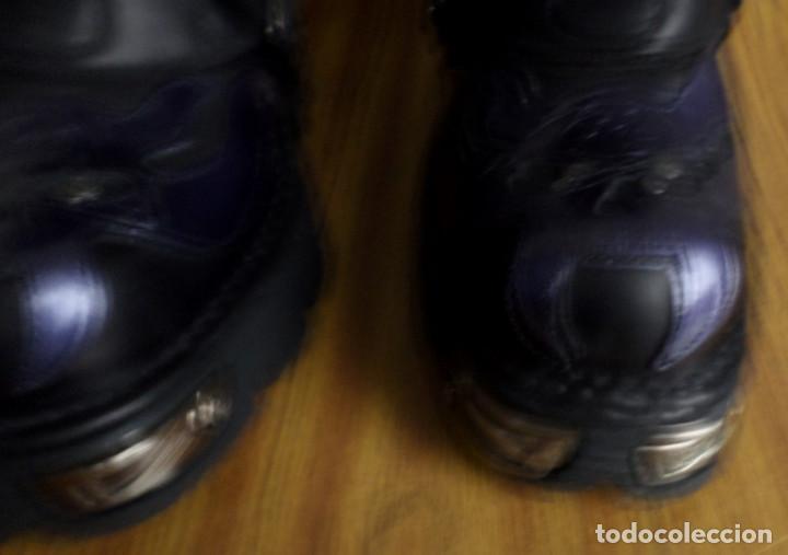 Artesanía: BOTAS DE CUERO CON METALES NEW ROCK Nº 41 - De color negro con morado - sin usar - Foto 5 - 188819742