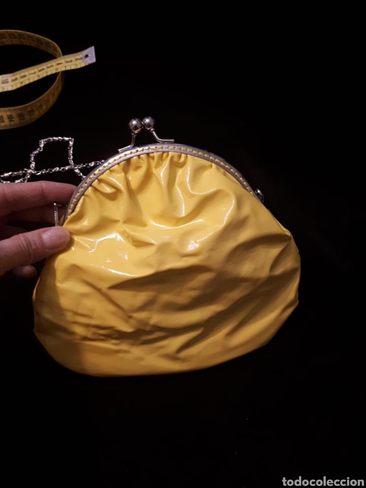 Artesanía: Bolso tela plastificada amarillo artesanal de Iaiarose con boquilla y cadena. - Foto 2 - 235339650