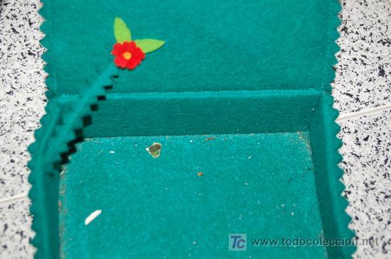 Artesanía: ANTIGUA CAJA DE PAÑUELOS REALIZADA EN FIELTRO - 16 X 11 X 5 CM. - Foto 2 - 26949131