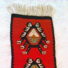 Kunsthandwerk - Precioso tapiz hecho a mano con dibujos AZTECAS.Tonos rojos,negros y crema. - 43570371