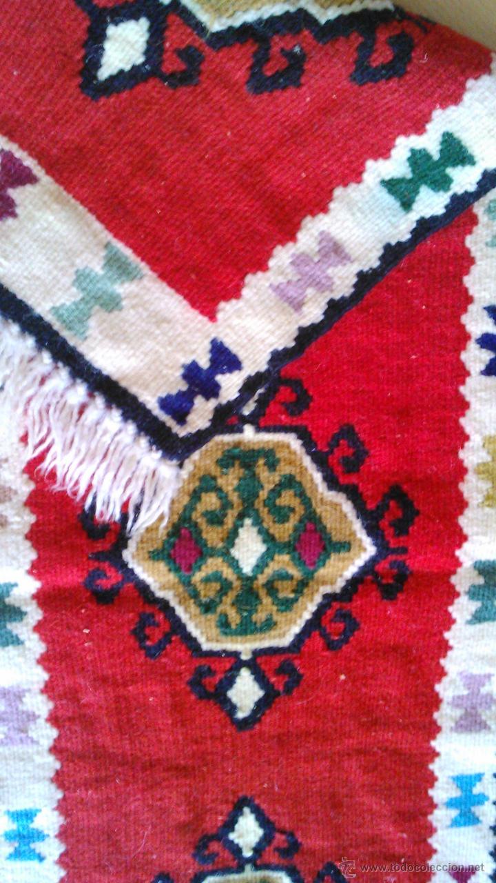 Artesanía: Precioso tapiz hecho a mano con dibujos AZTECAS.Tonos rojos azules,negros ,verdes ,granate y crema. - Foto 4 - 43744345