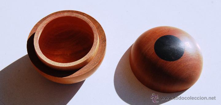 "Artesanía: Caja redondeada de madera ""pao rosa"", fabricada artesanalmente en Mozambique. - Foto 2 - 46310491"
