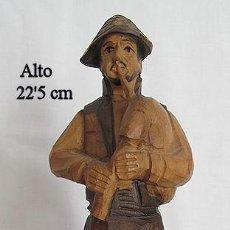 Artesanía: FIGURA DE GAITERO TALLADA EN MADERA. Lote 47245092