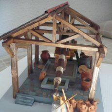 Artesanía: MAQUETA PRENSA DE ACEITE O VINO DE ÉPOCA ROMANA EN MADERA.. Lote 47504831