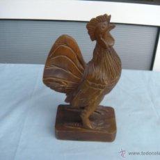 Artesanía: ESCULTURA DE GALLO TALLADO EN MADERA. Lote 49854072