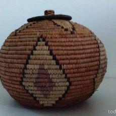 Artesanía: RECIPIENTE CON TAPA HECHO EN PAJA. Lote 55663208