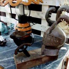 Artesanía: ARTESANAL CASCO MEDIEVAL Y ESPADA SOBRE TACO DE MADERA. Lote 58596867