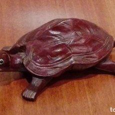 Artesanía: TORTUGA DE MADERA CON OJOS DE CRISTAL.DE 10X6 CM. Lote 69880621