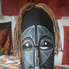 Artesanía: MASCARA AFRICANA DE MADERA 32 CM. Lote 121985475