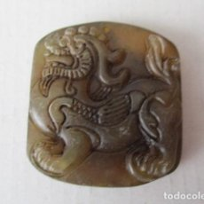 Artesanía: BONITA PLACA DE JADE TALLADA A MANO. CHINA (PERRO DRAGÓN) . Lote 96610819