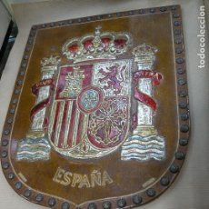 Artesanía: ESCUDO ESPAÑA CUERO REPUJADO POLICROMADO CÓRDOBA MERYAN. Lote 99557011