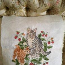 Kunsthandwerk - Lienzo a punto de cruz de gatos - 105371275
