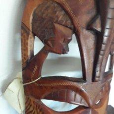 Artesanía: MÁSCARA AFRICANA EN LA QUE INTEGRA 2 JÓVENES Y UNA DEIDAD / MIDE : 18'5 CMS. X 37 CMS. ALTO. Lote 111095691